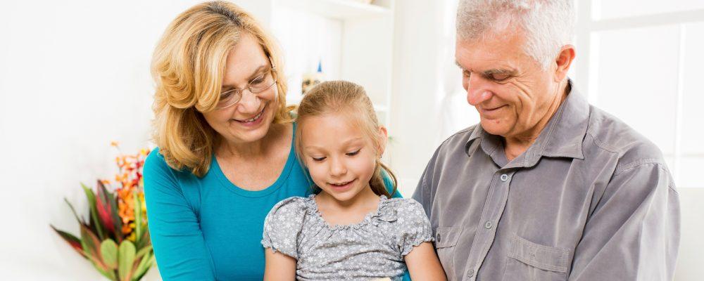 Los abuelos que cuidan a sus nietos tienen menos posibilidades de sufrir Alzheimer